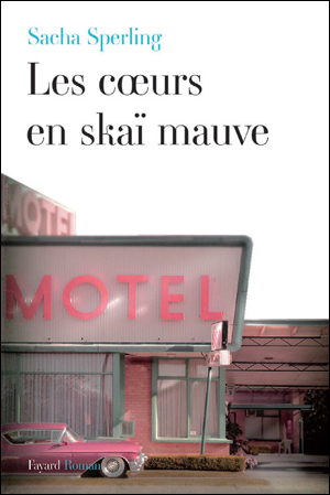 Pour son deuxième roman, Sacha Sperling dessine des Cœurs en skaï mauve dans Actualité éditoriale, vient de paraître coeurs_skai_mauve